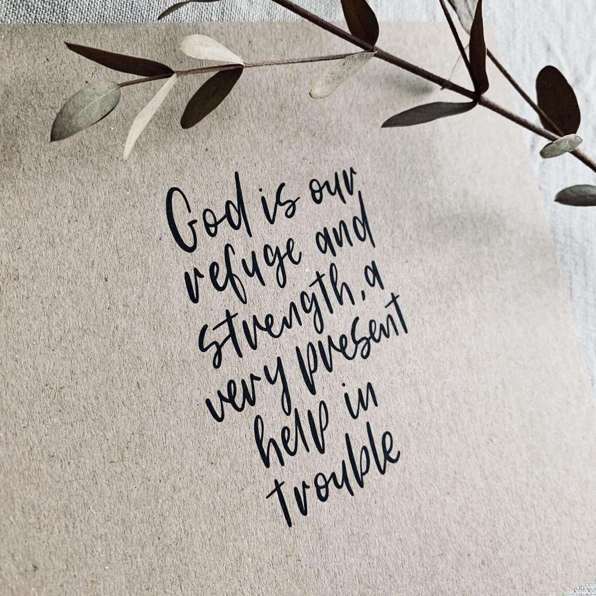"""Karte quadratisch """"god is"""""""