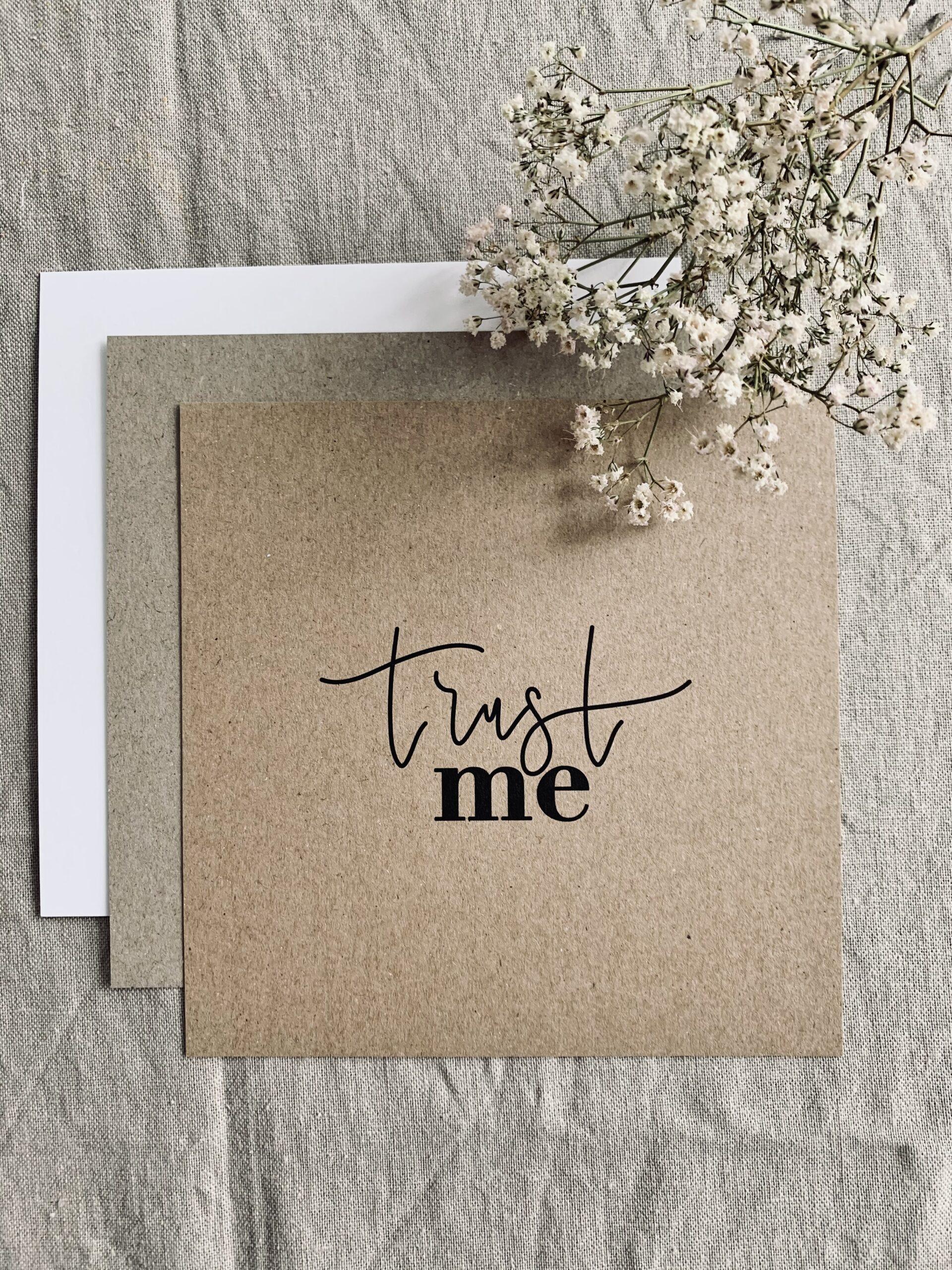 "Karte quadratisch ""trust me"""